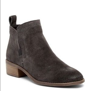 NWT Dolce Vita Tivon perforated Suede booties